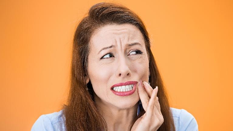 gum itch | woman in pain | arlington tx dentist